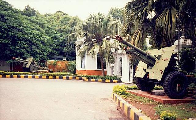 25 Pounders at Raj Bhavan
